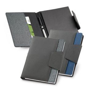 Capa com caderno RUSSEL | Capa com caderno. C. sintético e tecido em poliéster. Capa com fecho magnético e bolso exterior.